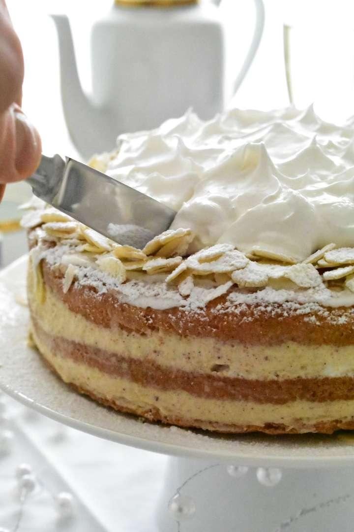 Ricetta Torta alle Mandorle con Crema di Mascarpone e Nocciole